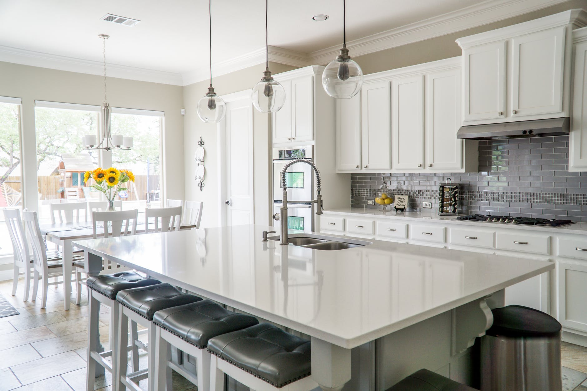 Exodus White Granite Countertop Ideas - Liquid Image