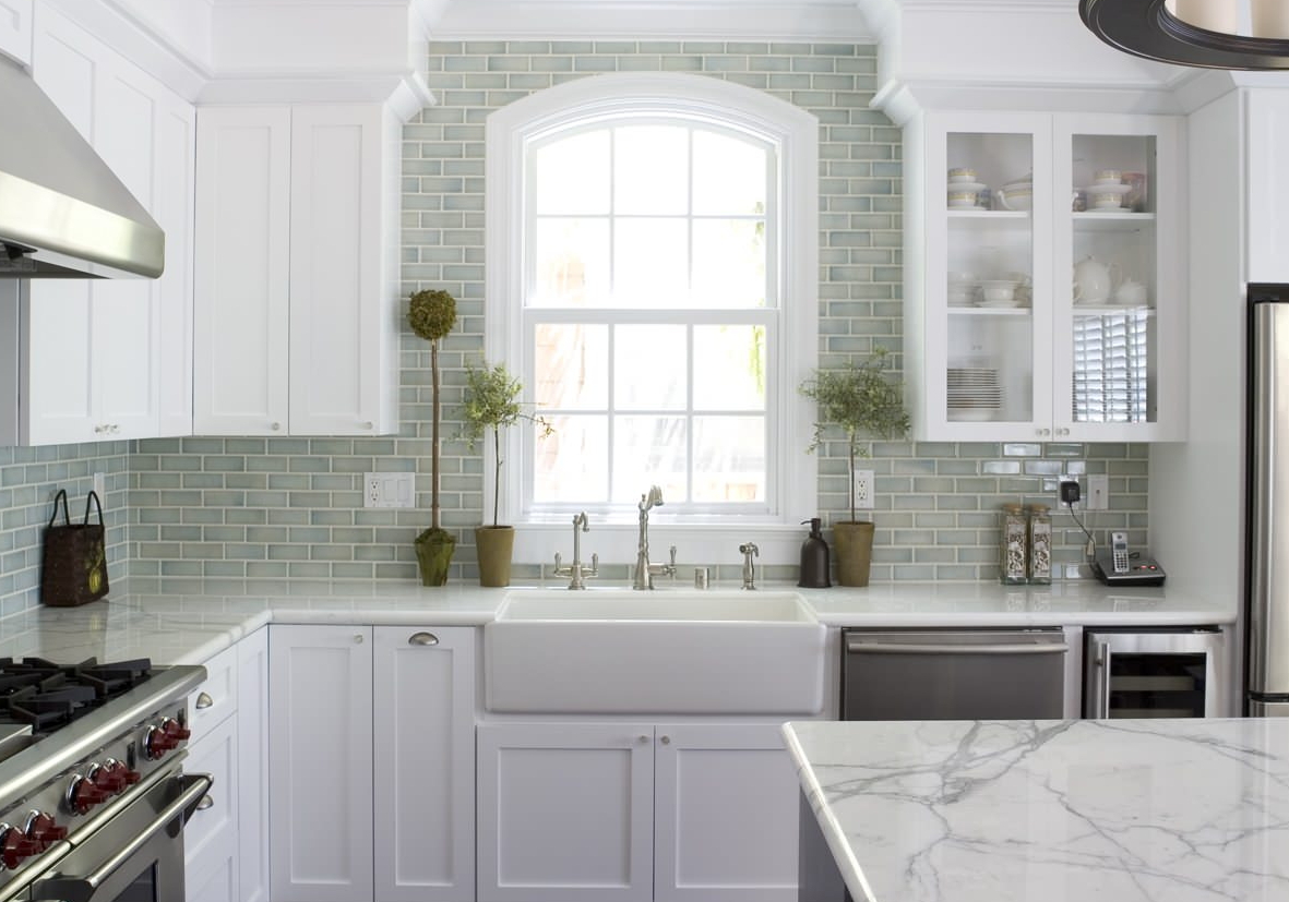 Meilleure couleur de granit pour les armoires blanches antiques