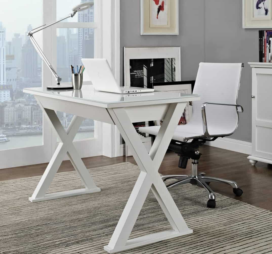 Cross-legged Computer desk