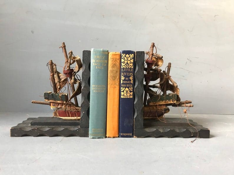 Nautical rope bookend
