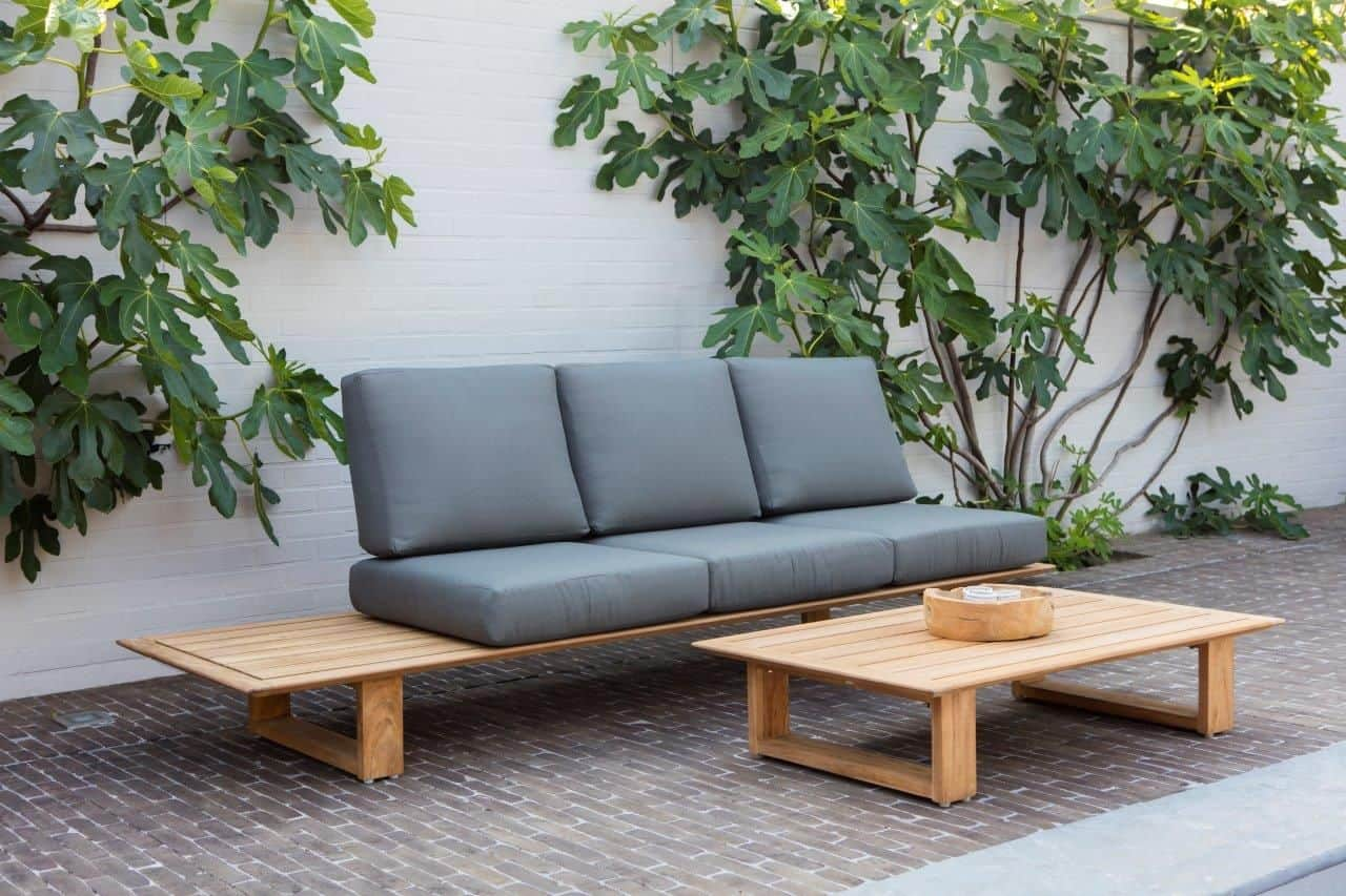 DIY Armless Outdoor Pallet couch