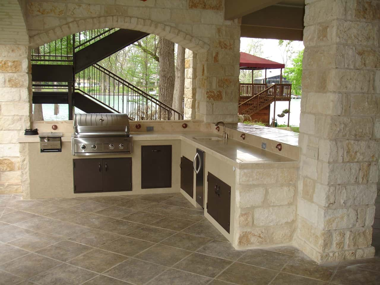 A Flagstone Patio Can Be an Outdoor Kitchen